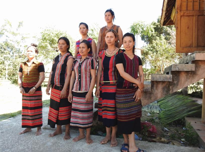 Trang phục truyền thống của dân tộc Brâu.