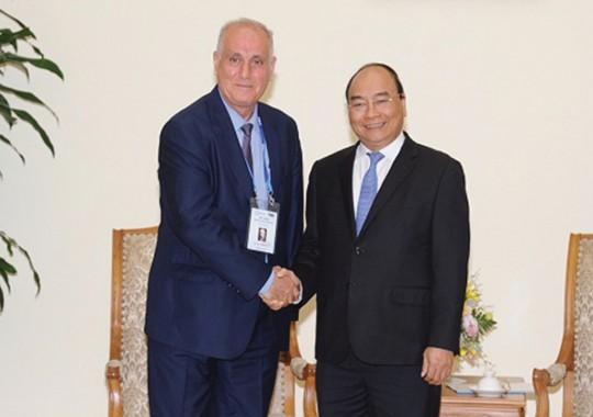 Thủ tướng Nguyễn Xuân Phúc và ông Aslan Aslanov, Chủ tịch OANA - Ảnh: VGP/Quang Hiếu