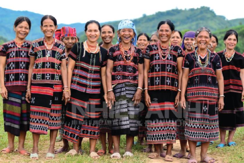 Trang phục truyền thống của phụ nữ dân tộc Pa Cô (Quảng Trị). Ảnh TL