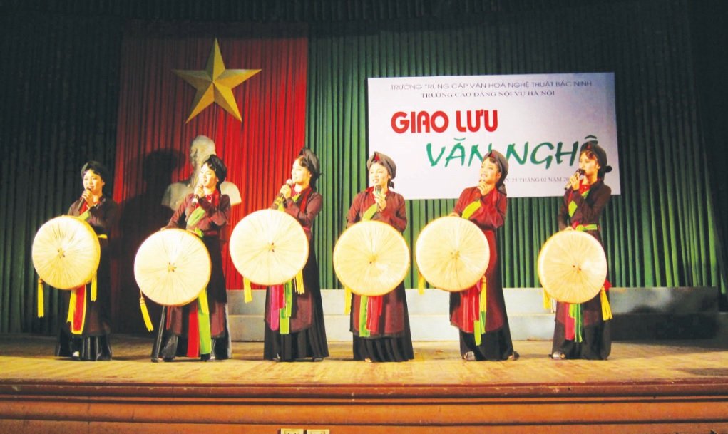 Một buổi giao lưu hát Quan họ của học viên Trường Trung cấp Văn hóa Nghệ thuật tỉnh Bắc Ninh. Ảnh TL