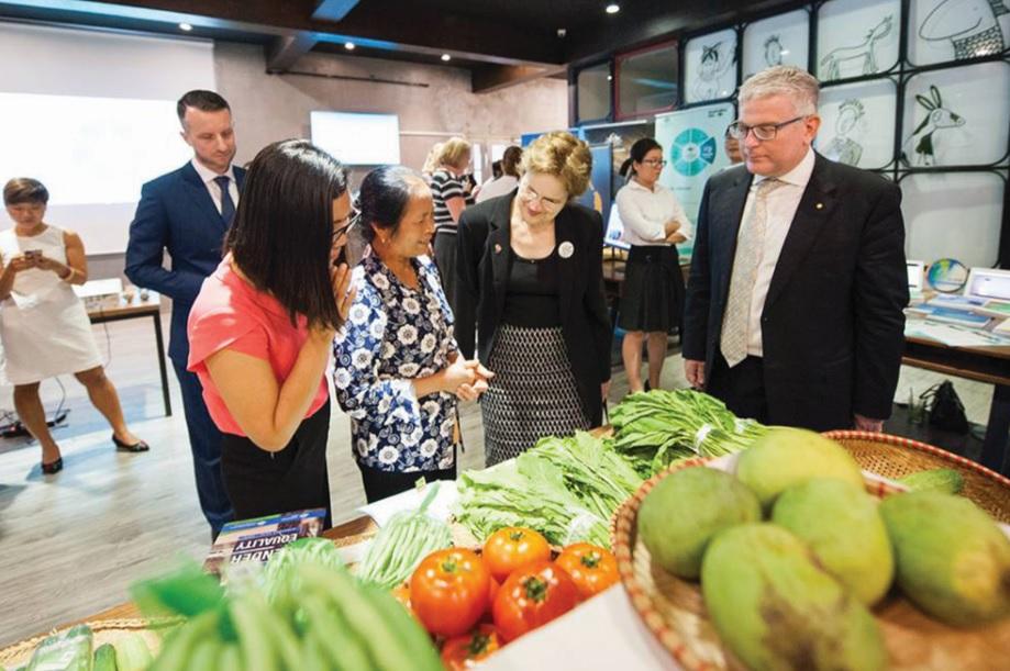 Sản phẩm rau an toàn của HTX rau an toàn Tự Nhiên tham gia Hội chợ nông sản quốc tế tại Hà Nội.