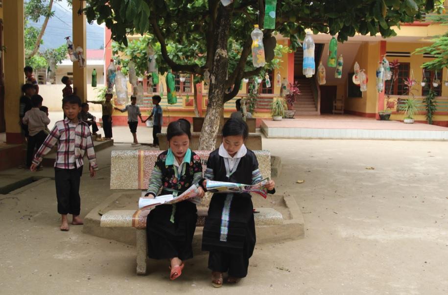 Áp dụng nhiều bộ sách giáo khoa giúp học sinh DTTS dễ dàng tiếp cận kiến thức hơn.