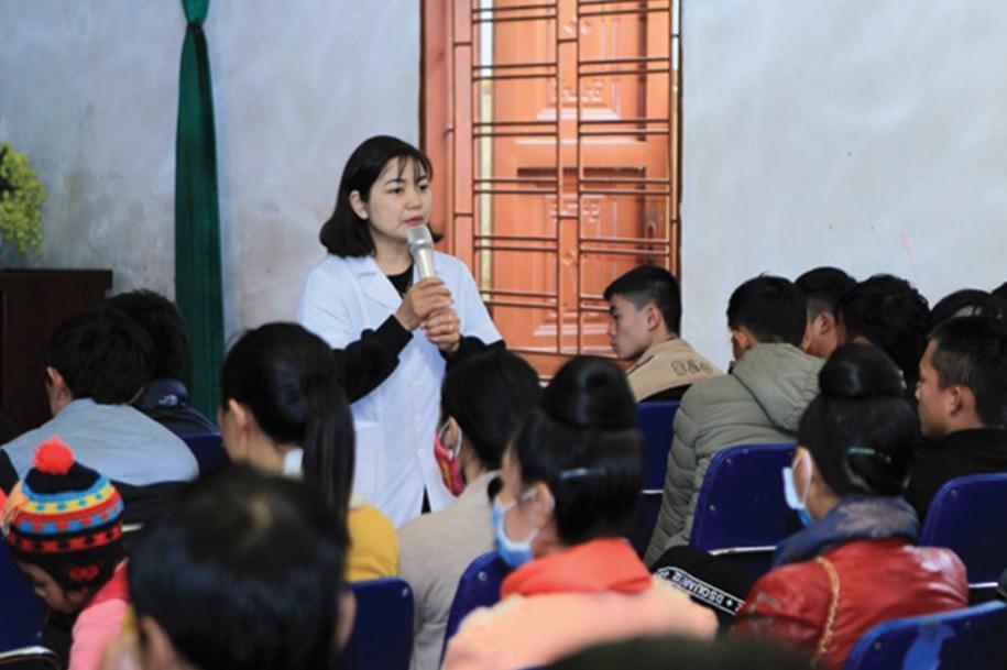 CLB Bạn gái tiêu biểu giao lưu, chia sẻ, tuyên truyền giáo dục sức khỏe sinh sản tới đồng bào vùng cao.