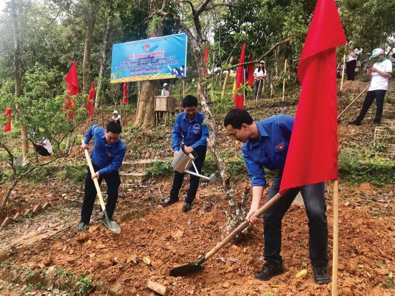 """Đoàn Thanh niên Khối các cơ quan Trung ương tham gia Tết trồng cây """"Đời đời nhớ ơn Chủ tịch Hồ Chí Minh"""" trong chuyến công tác tại tỉnh Cao Bằng năm 2019."""