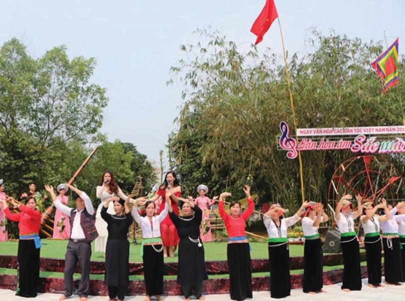 Hoạt động tháng Năm với sự tham gia của đông đảo đồng bào các dân tộc.