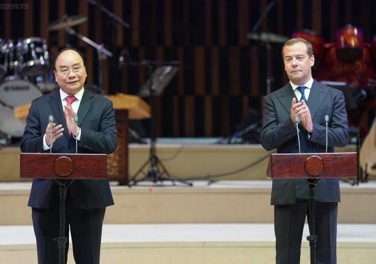 Thủ tướng Nguyễn Xuân Phúc và Thủ tướng Nga D.A. Medvedev dự lễ khai mạc Năm chéo Việt-Nga. Ảnh: VGP/Quang Hiếu