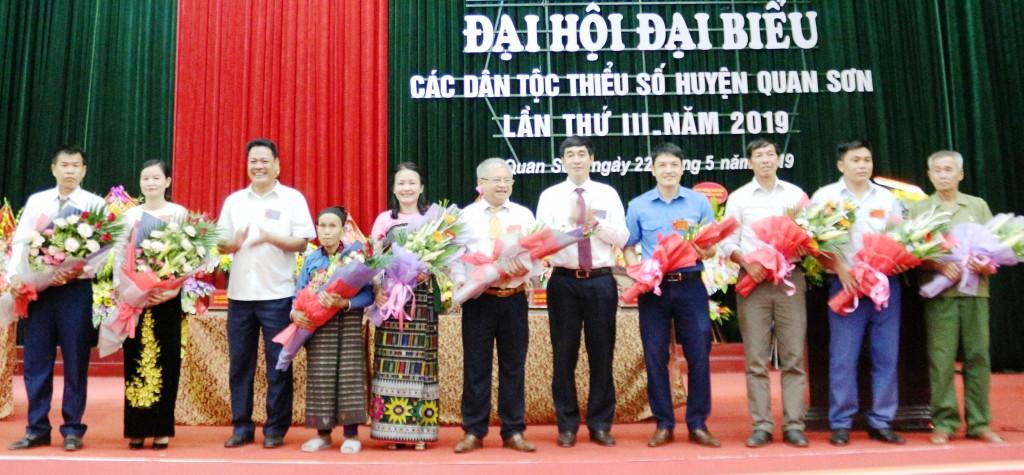 10 đại biểu tiêu biểu được Đại hội đại biểu các dân tộc thiểu số huyện Quan Sơn bầu đi dự Đại hội đại biểu DTTS cấp tỉnh.