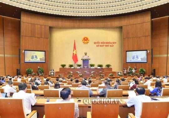 Đại biểu Quốc hội trong phiên làm việc tại Hội trường thảo luận về dự án Luật thuế (sửa đổi).