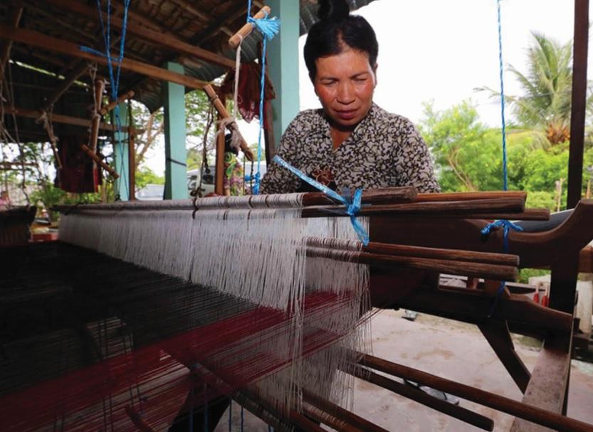 Từ nguồn vốn hỗ trợ của Nhà nước đã giúp chị Néang Sóc Then, dân tộc Khmer xã Văn Giáo, huyện Tịnh Biên phát triển nghề truyền thống.