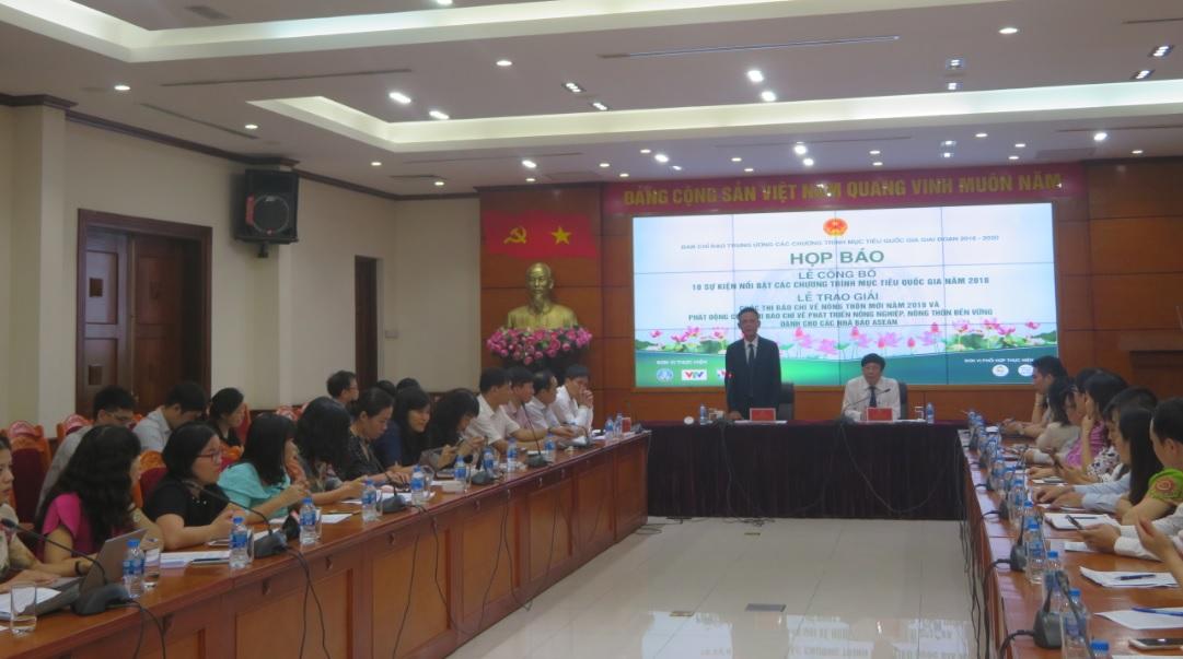 Thứ trưởng thường trực Bộ Nông nghiệp và Phát triển nông thôn Hà Công Tuấn, phát biểu tại buổi họp báo