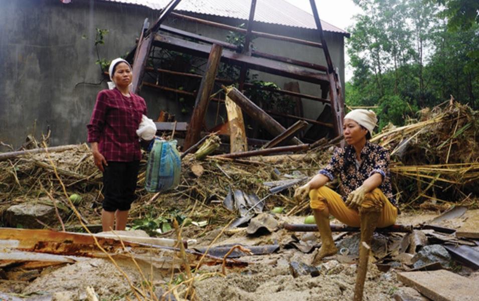 Người dân chịu thiệt hại nặng nề sau mỗi cơn bão.