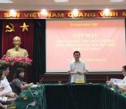 Thứ trưởng, Phó Chủ nhiệm UBDT Nông Quốc Tuấn phát biểu tại buổi gặp các em học sinh Trường Phổ thông Dân tộc nội trú tỉnh Lâm Đồng.