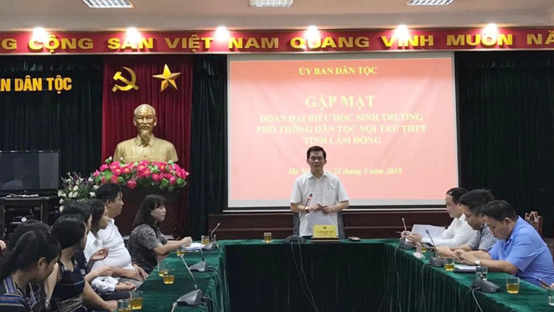 Thứ trưởng, Phó Chủ nhiệm UBDT Nông Quốc Tuấn phát biểu tại buổi gặp.