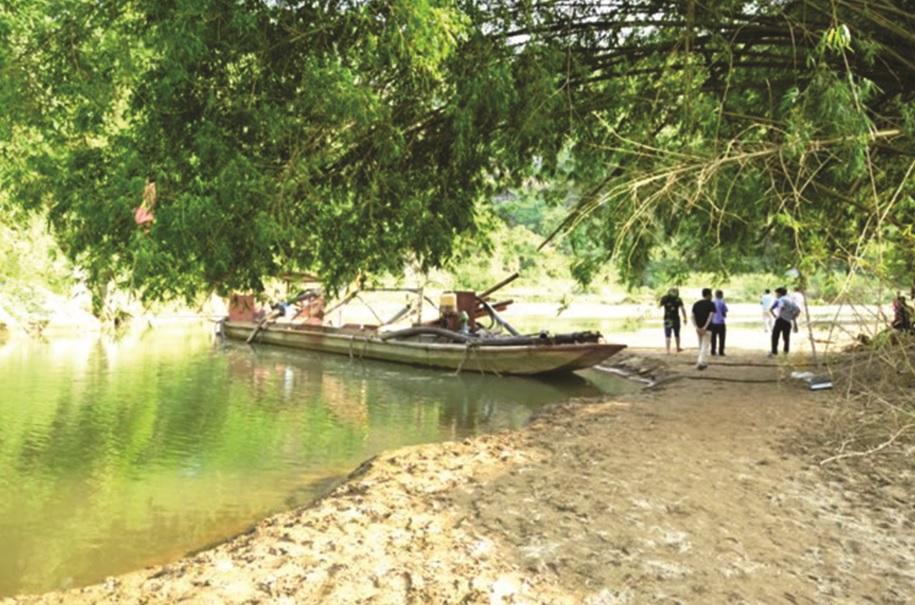 Khu vực xảy ra vụ tai nạn thương tâm khiến 4 em học sinh Trường THCS Quang Kim tử vong.