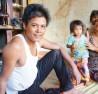"""Ở các buôn làng vùng sâu huyện Ia Grai, tỉnh Gia Lai, tình trạng tảo hôn đang """"nóng"""" trở lại. 37 tuổi, anh Rmah Lép tới có tới 6 đứa con và đã lên chức ông nội, ông ngoại."""