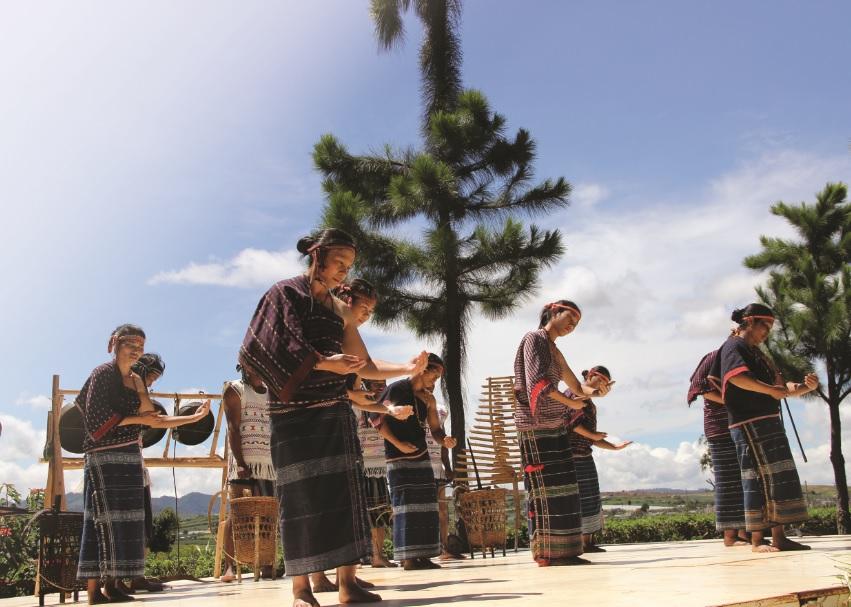 Điệu múa cổ truyền của người Chu Ru.