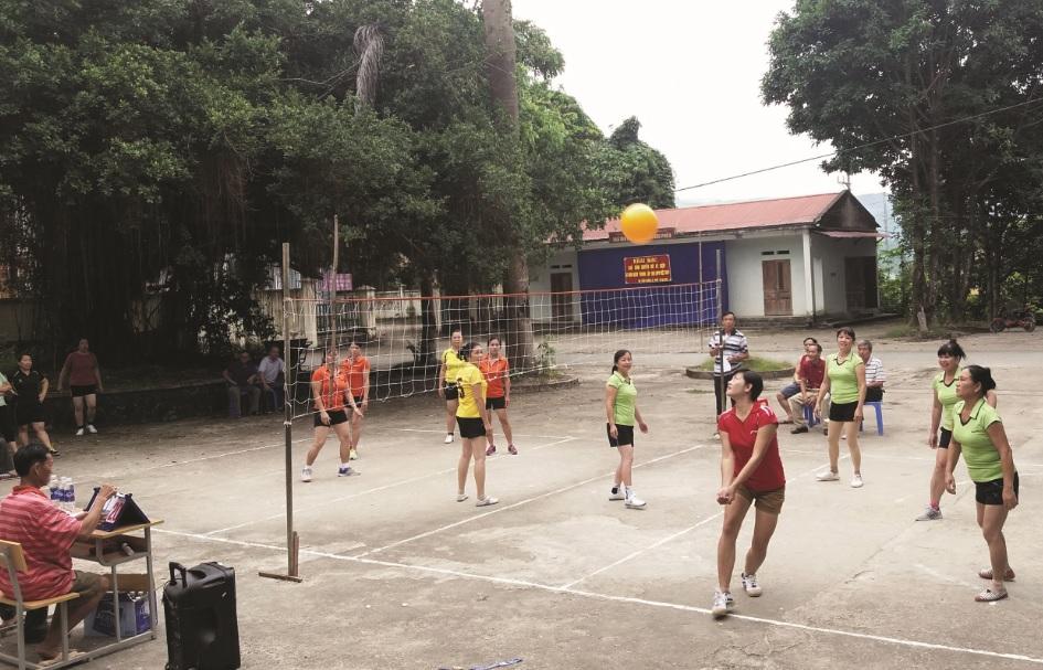 Bóng chuyền hơi là môn thể thao thu hút đông đảo đồng bào các dân tộc huyện Mường Tè tham gia.