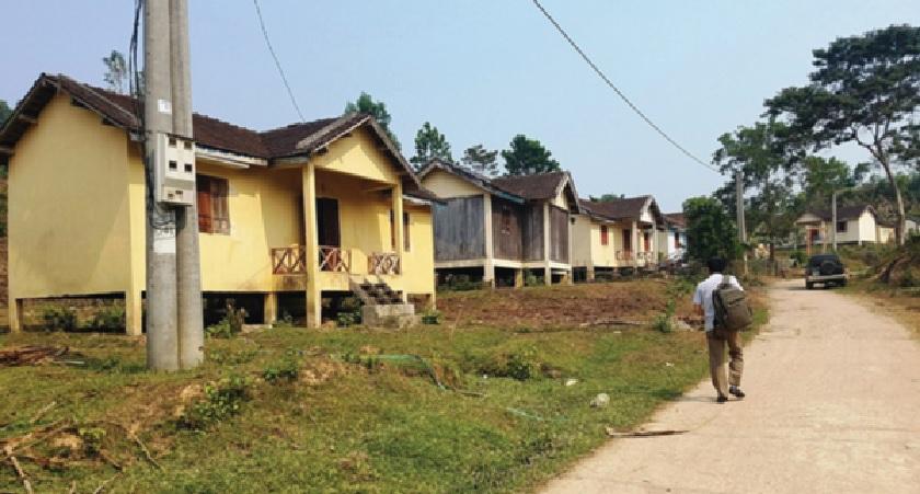 Khu TĐC hoang vắng do người dân bỏ về nơi ở cũ.