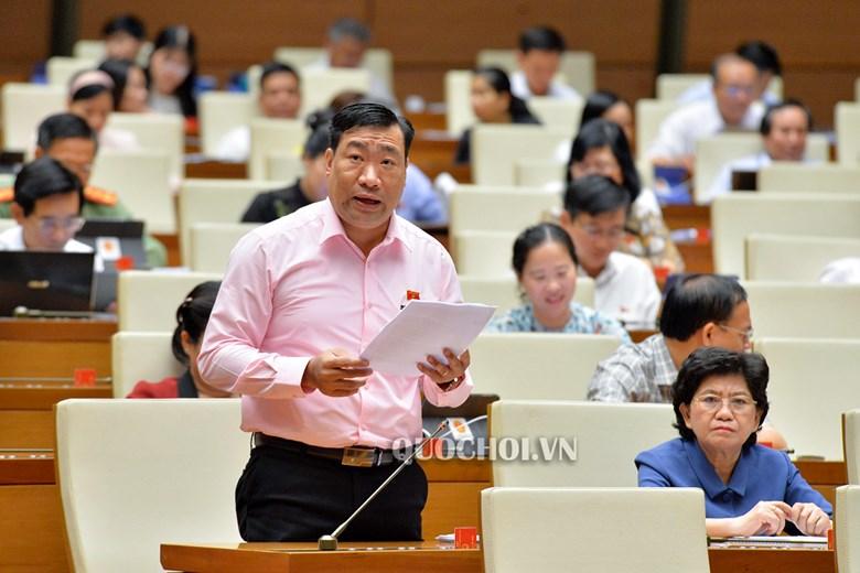 Đại biểu Quốc hội thảo luận tại hội trường sáng 7/6 về Công ước số 98 .