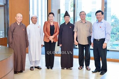 Chủ tịch Quốc hội Nguyễn Thị Kim Ngân và các đại biểu bên hành lang Quốc hội ngày 7/6.
