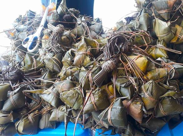Bánh ú tro của miền Trung sử dụng trong Tết Đoan Ngọ (Ảnh: Gia Tiến, báo Tuổi Trẻ).