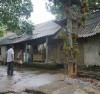 Sập sệ, cũ nát là tình trạng chung của những ngôi nhà các hộ dân ở tổ 12, phường Nam Cường. (Người dân không được xây dựng, sửa chữa nhà cửa vì UBND tỉnh đã quy hoạch làm công viên nhưng 18 năm qua, dự án vẫn chưa thực hiện)