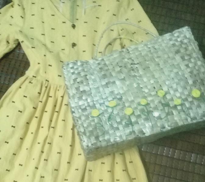 Túi xách được làm từ bẹ chuối khô trong ý tưởng khởi nghiệp của chị Võ Thị Huế.