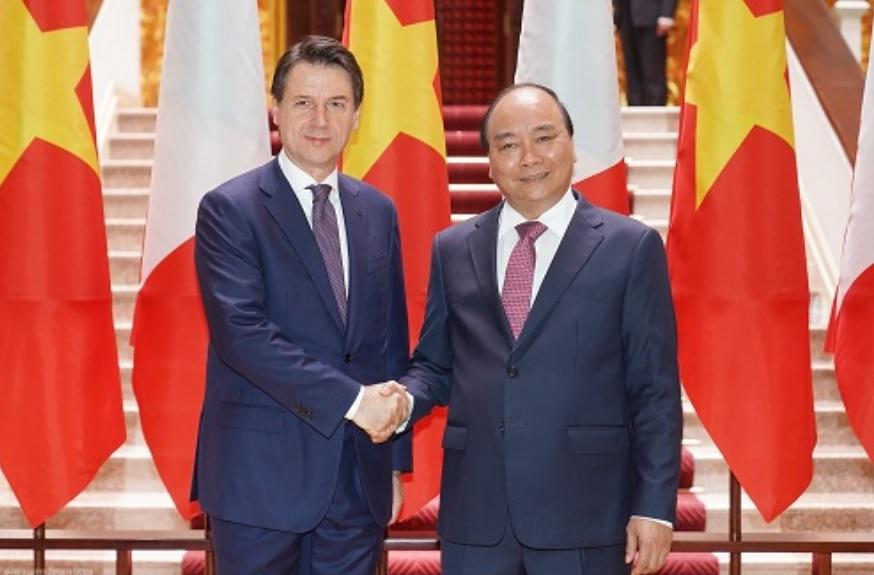 Thủ tướng Nguyễn Xuân Phúc và Thủ tướng Italy Giuseppe Conte - Ảnh: VGP/Quang Hiếu