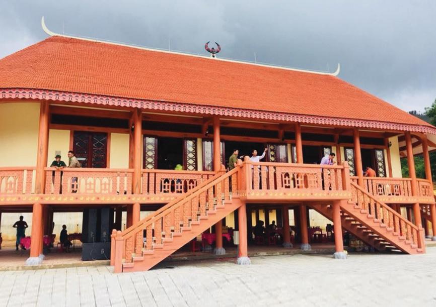 Ngôi nhà Gươl được xây bằng bê tông, không còn giữ được kiến trúc truyền thống.