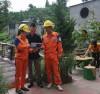 Cán bộ ngành Điện lực Lào Cai tăng cường tuyên truyền hướng dẫn người dân sử dụng điện tiết kiệm và an toàn.