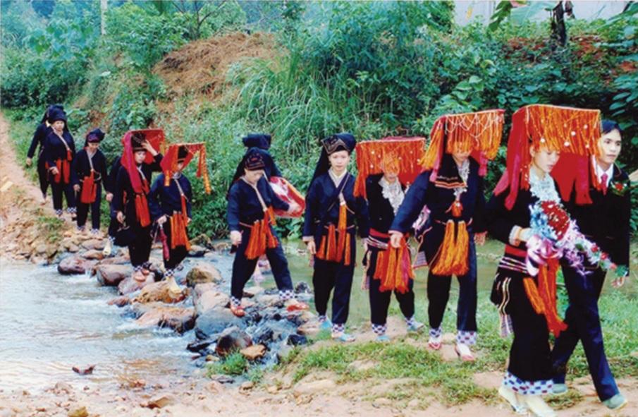 Cô dâu người dân tộc Dao trong lễ rước dâu. (Ảnh tư liệu )