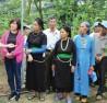 Đoàn đại biểu Người có uy tín tỉnh Yên Bái đi thăm quan mô hình trồng cây trà hoa vàng và cây gỗ sưa tại Vĩnh Phúc. Ảnh TL