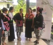 Phụ nữ DTTS và những câu chuyện khởi nghiệp. (Ảnh chụp bên lề Diễn đàn hợp tác, hỗ trợ phụ nữ DTTS khởi nghiệp, kinh doanh và liên kết chuỗi giá trị, tại huyện Mộc Châu, tỉnh Sơn La).