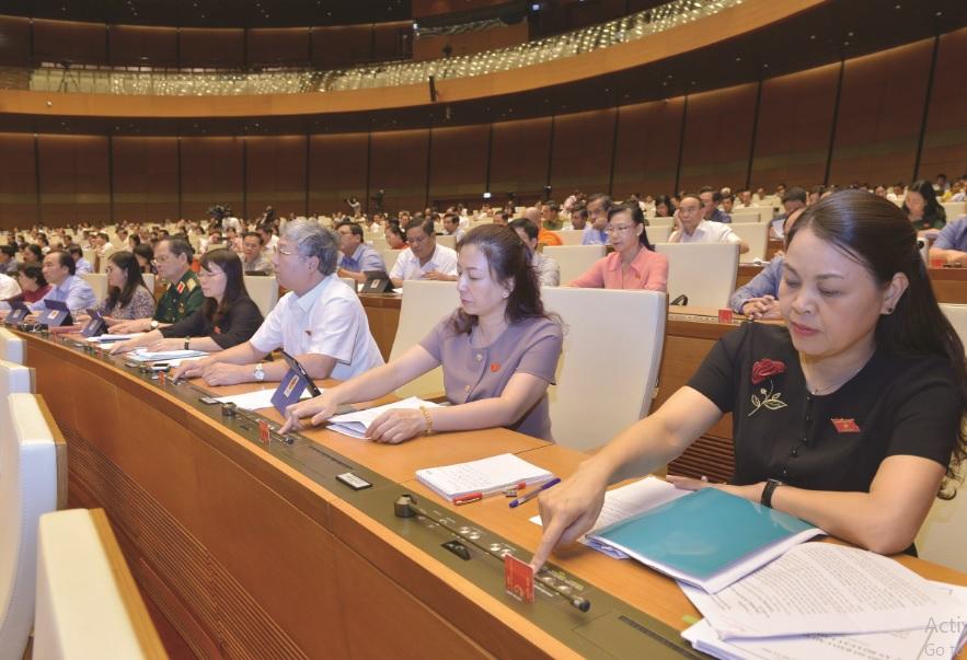Kỳ họp thứ 7, Quốc hội khóa XIV đang bàn thảo về vấn đề tăng tuổi nghỉ hưu.