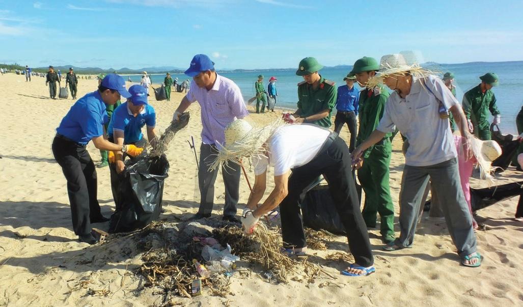 Các tổ chức tích cực dọn rác biển.
