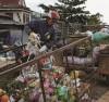 Anh Trần Văn Dũng đảm trách việc thu gom rác thải sinh hoạt cho người dân trong xã Cư Đrăm.