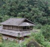 Ngôi nhà cổ mái lợp ngói vảy của đồng bào Dao ở Cao Bồ (Vị Xuyên, Hà Giang)