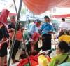 Đồng bào các dân tộc Tày, Dao ở Bình Liêu thường xuyên mặc trang phục truyền thống trong sinh hoạt ngày thường. Đồng bào các dân tộc Tày, Dao ở Bình Liêu thường xuyên mặc trang phục truyền thống trong sinh hoạt ngày thường.