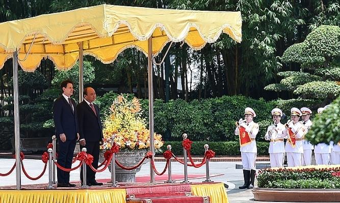 Thủ tướng Nguyễn Xuân Phúc chủ trì lễ đón chính thức Thủ tướng Giu-xếp-pê Côn-tê tại Phủ Chủ tịch