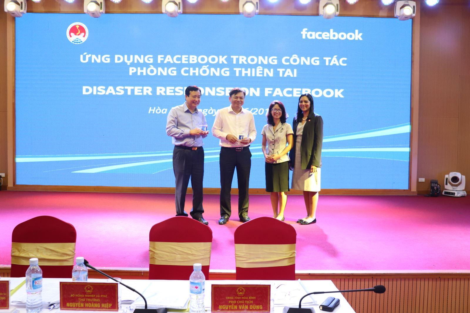 """Tổng cục PCTT tổ chức tập huấn cho các tỉnh thành về """"Ứng dụng mạng xã hội Facebook trong phòng chống thiên tai"""" ( ảnh Tổng cục PCTT cung cấp)"""