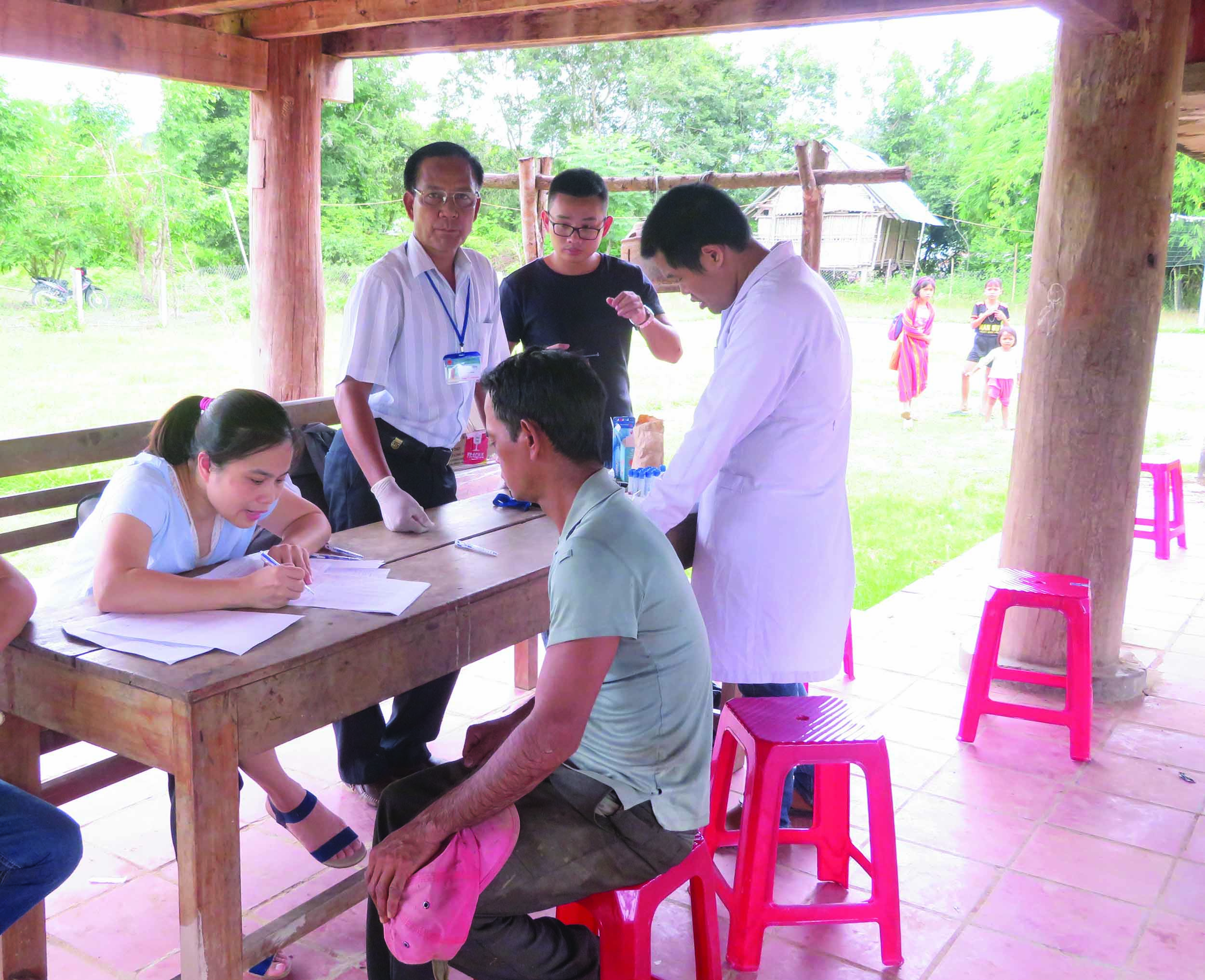 Đồng bào Rơ Măm ở thôn Làng Le, xã Mo Rai được thăm khám sức khỏe thường xuyên. (Ảnh chụp ngày 23/7/2019)
