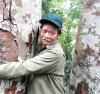 Ông Trương Quốc Đô luôn xem cây rừng như máu thịt của mình.