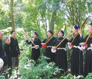 Hát Then là một loại hình văn hóa đặc sắc của người Tày Cao Bằng.