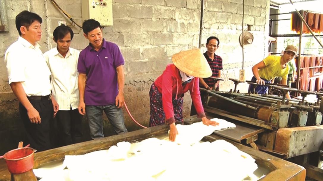Cơ sở chế biến mủ cao su của gia đình ông Lê Hữu Sáng luôn tạo việc làm ổn định cho 5 đến 6 lao động.