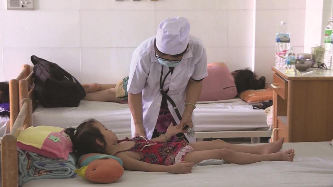 Nhiều trẻ em bị SXH đang điều trị tại các cơ sở y tế ở Khánh Hòa.