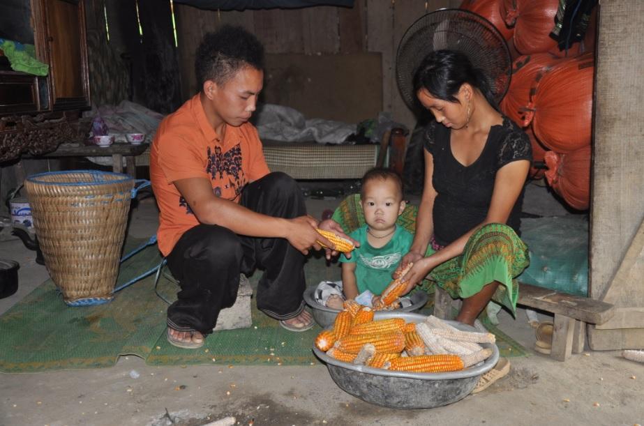 Đôi vợi chồng trẻ ở xã Cát Thịnh, huyện Văn Chấn mới 18 tuổi nhưng đã chuẩn bị đón đứa con thứ hai.