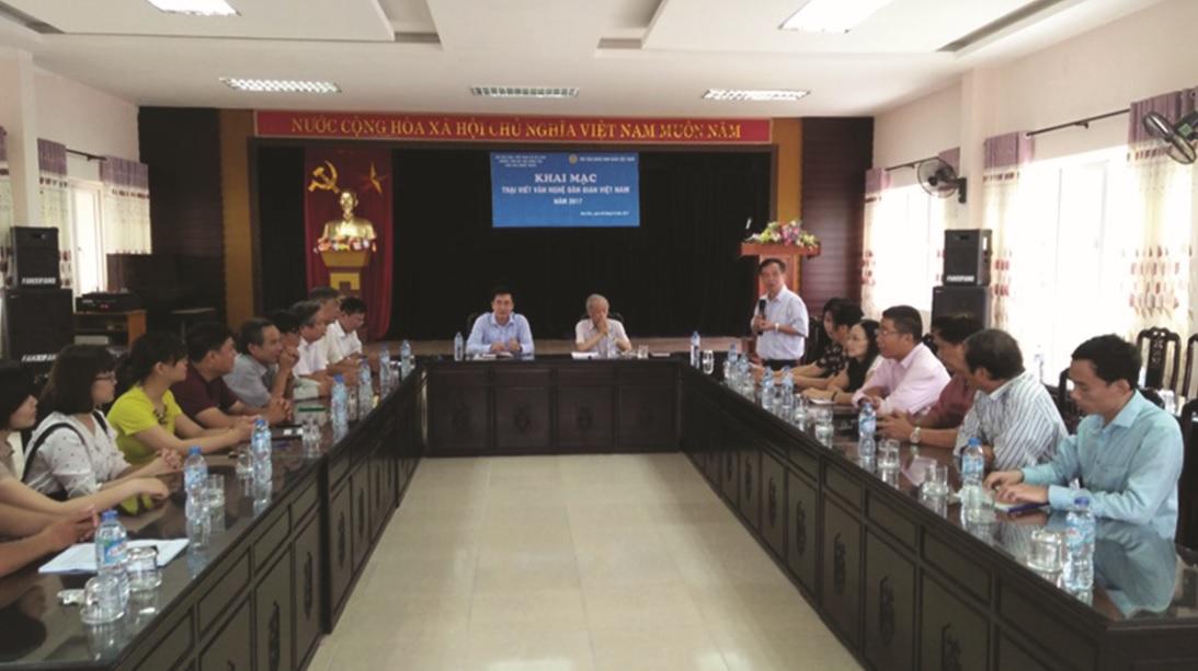 Một buổi trao đổi nghiệp vụ của Hội Văn nghệ Dân gian Việt Nam tại trại sáng tác Tam Đảo, tỉnh Vĩnh Phúc năm 2018. (Ảnh TL)