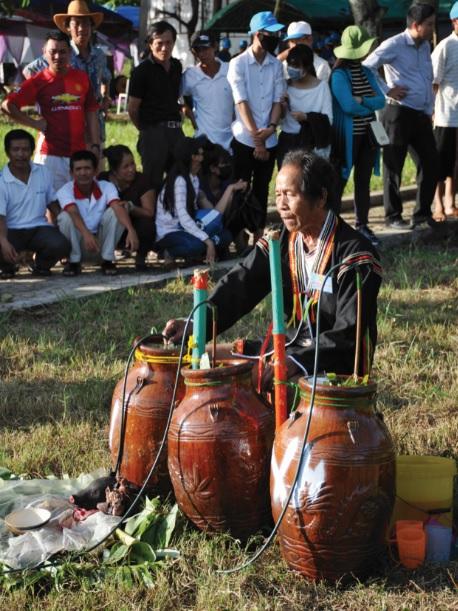 Lễ cúng bến nước của người Ê-đê ở Sông Hinh, Phú