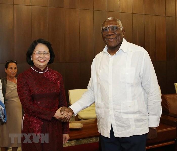 Phó Chủ tịch nước Đặng Thị Ngọc Thịnh hội đàm với Phó Chủ tịch thứ nhất Hội đồng Nhà nước và Hội đồng Bộ trưởng Cuba Salvador Valdes Mesa. (Ảnh: Phương Hoa/TTXVN)