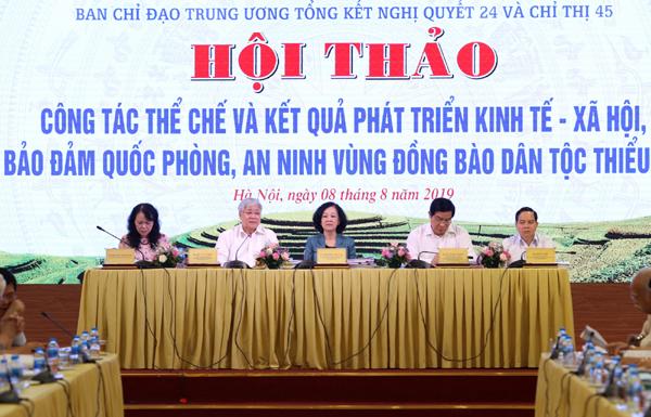 Các đồng chí lãnh đạo chủ trì Hội thảo